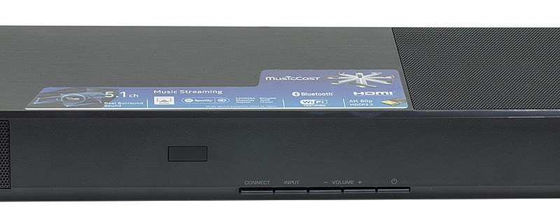 Sul lato destro della barra sono presenti i comandi principali: accensione, regolazione del volume, selezione dell'ingresso e l'attivazione della ricerca di dispositivi wireless.