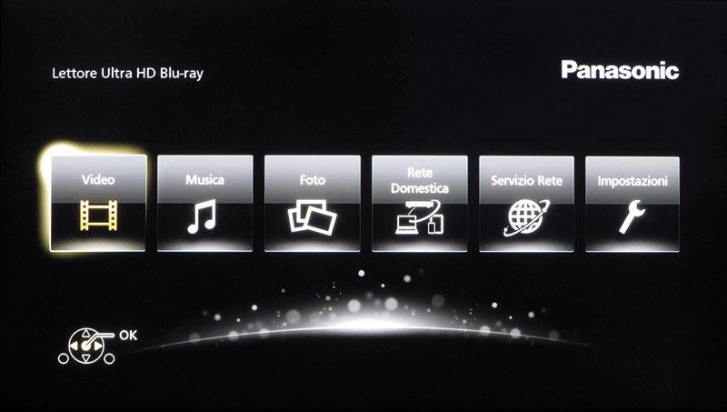 La schermata del menu principale è identica a quella dei lettori Panasonic usciti recentemente; alcune funzioni possono essere richiamate anche con i tasti dedicati del telecomando.