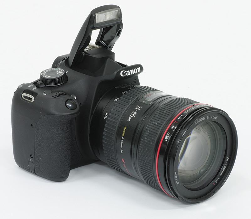 """Compatta ma al tempo stesso completa, la 1200D si presenta come la entry level delle reflex di Canon, in grado di accogliere anche obiettivi """"importanti"""", come il 24-105 f4 messoci a disposizione dalla casa."""