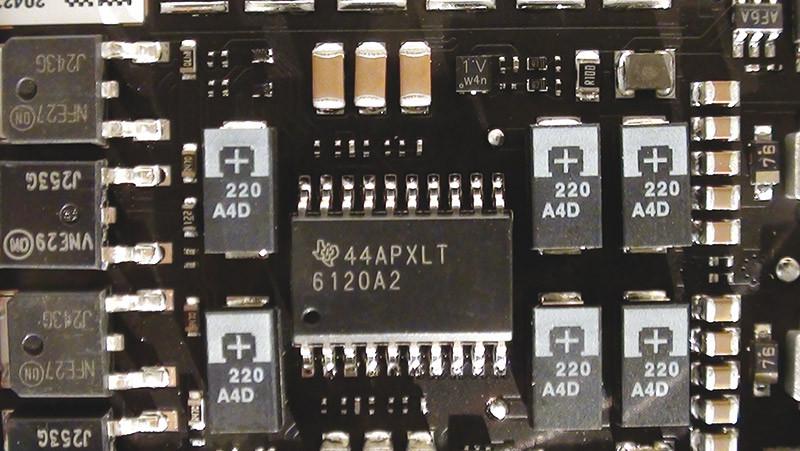 Per la sezione di amplificazione Oppo ha scelto di utilizzare questo integrato Texas Instruments aggiungendo in uscita alcuni transistor selezionati, secondo un'architettura definita ibrida dal costruttore.