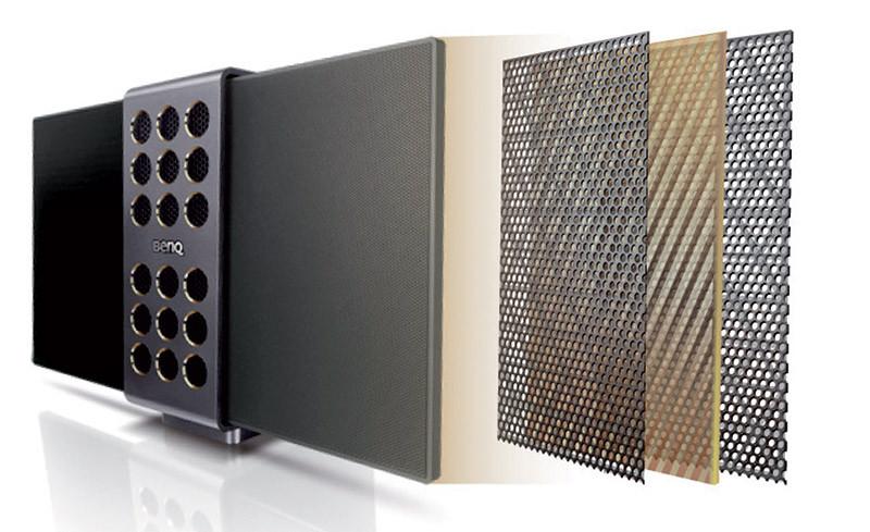 Più unico che raro nella sua categoria (e fascia di prezzo), il treVolo utilizza per la gamma alta due pannelli elettrostatici. BenQ non offre indicazioni sulle dimensioni; esternamente questi pannelli misurano circa 15x10 cm l'uno.