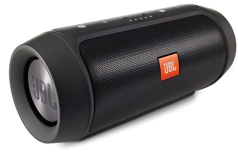 Il Charge Plus ha una configurazione con due radiatori passivi. Il diffusore è disponibile in cinque colori: nero, grigio, rosso, blu e un particolare tono di verde.