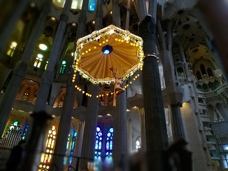 Con la possibilità di modificare l'apertura del diaframma si possono scattare delle foto molto interessanti, questa una ripresa dell'altare centrale della Sagrada Familia.
