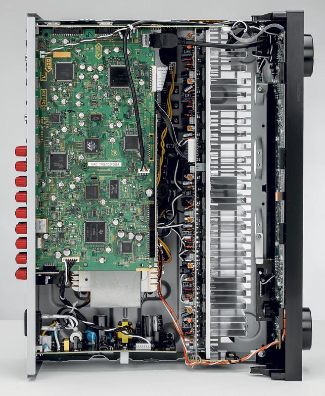 Interno del Pioneer VSX-923-K