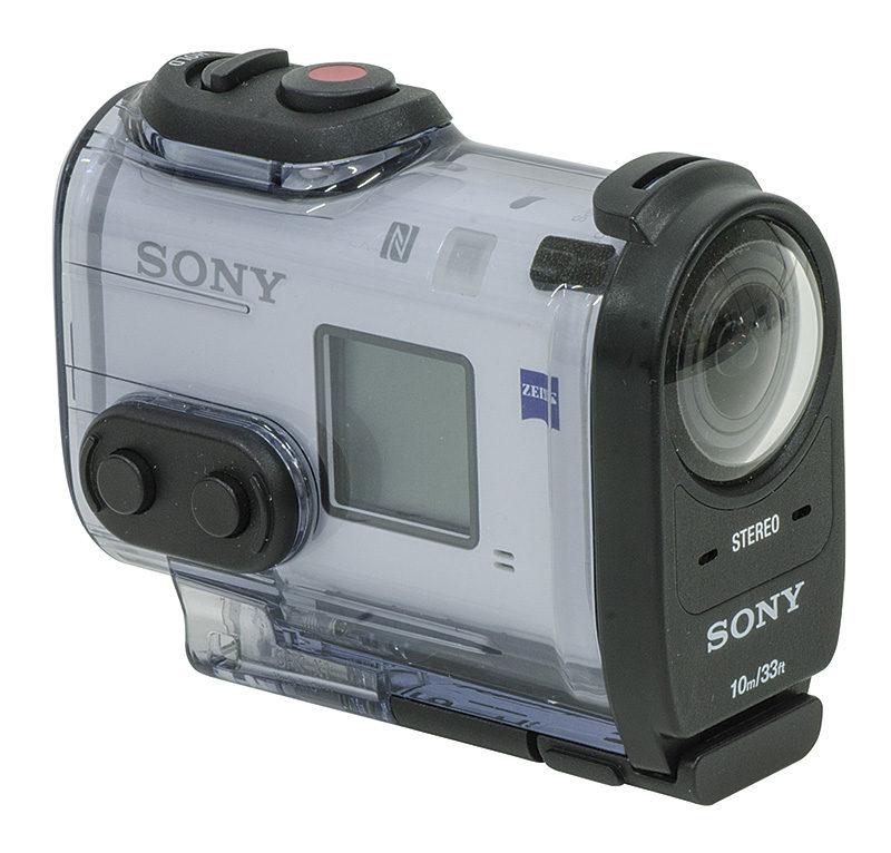 La telecamera inserita nella protezione da polvere e acqua. In questo modo è possibile immergerla fino a 10 metri di profondità.