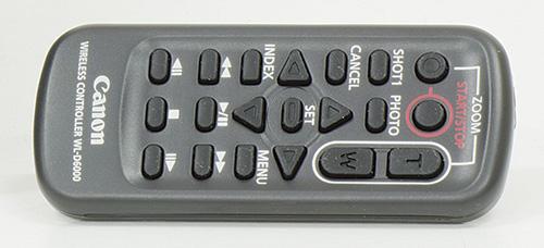 Insieme alla XF205 è fornito un telecomando ad infrarossi che consente di controllarne le principali funzioni. Altre modalità di controllo a distanza sono quelle via rete tramite browser su PC oppure tramite applicazione gratuita da installare su dispositivi IOS e Android.