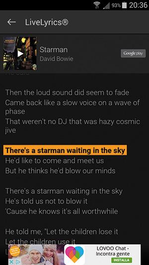 """Cliccando su """"LiveLyrics"""" si apre una schermata con il testo completo della canzone, che scorre a tempo di musica."""