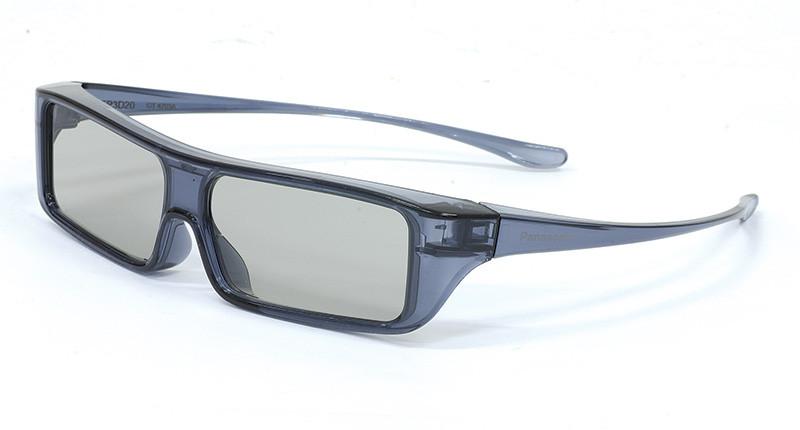 Panasonic ha optato per il 3D passivo e come conseguenza gli occhiali sono molto leggeri: nella visione di materiale tridimensionale non abbiamo rilevato carenze, né dal lato funzionale, né da quello ergonomico; anche dopo una visione prolungata non danno fastidio.